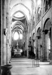 Eglise Saint-Sauveur - Vue intérieure de la nef vers le choeur