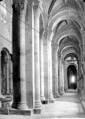Eglise Saint-Sauveur - Vue intérieure du bas-côté sud, vers l'ouest