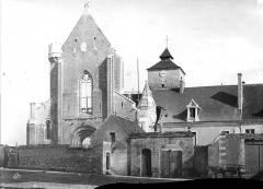 Abbaye Notre-Dame - Ensemble ouest : Entrée de l'abbaye et façade ouest de l'église