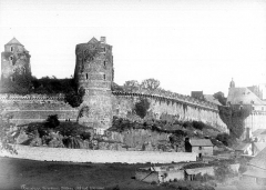 Château - Côté ouest : Tour Mélusine, tour des Gobelins, tour de Surienne