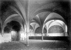 Ancienne abbaye royale de Fontevraud, actuellement centre culturel de l'Ouest - Salle capitulaire