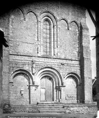 Eglise Notre-Dame - Façade ouest : Partie inférieure