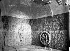 Eglise Saint-Jacques-le-Majeur et Saint-Jean-Baptiste - Ornements d'un tombeau