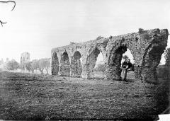 Aqueduc antique (restes de l') - Arches