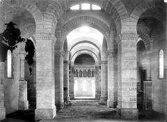 Eglise de la Très-Sainte-Trinité - Vue intérieure de la nef vers le choeur