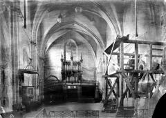 Eglise Saint-Michel - Vue intérieure de la nef vers l'entrée