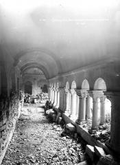 Prieuré - Cloître : Vue intérieure de la galerie nord