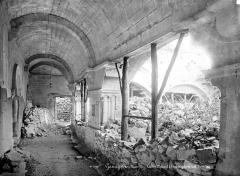 Prieuré - Cloître : Vue intérieure de la galerie sud