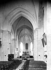 Eglise Saint-Vétérin - Vue intérieure de la nef vers le choeur