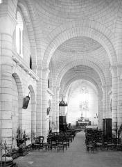 Eglise Saint-Martin - Vue intérieure de la nef vers le choeur