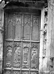 Eglise Saint-Gervais-Saint-Protais - Portail de la façade ouest : Boiserie de la porte