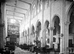 Eglise Saint-Pierre Saint-Paul - Vue intérieure de la nef vers l'entrée et le bas-côté nord