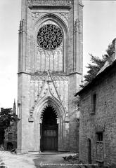 Eglise Notre-Dame-de-Quelven et abords - Base du clocher
