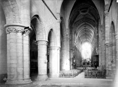 Eglise Saint-Aubin (ancienne collégiale) - Vue intérieure de la nef vers le choeur