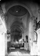 Eglise Saint-Pierre-et-Saint-Paul - Vue intérieure de la nef vers le choeur