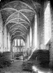 Ancienne abbaye de Beaulieu - Eglise : Vue intérieure de la nef vers le choeur