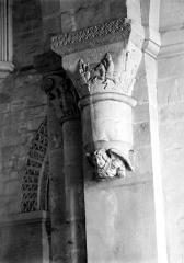 Ancien prieuré de Graville ou ancienne abbaye de Sainte-Honorine - Eglise : Chapiteau de la nef