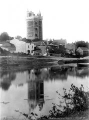 Château - Tour, prise de l'étang