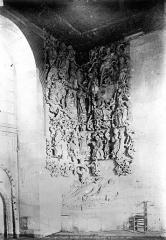 Ancien hôtel-Dieu - Chapelle. Relief à gauche de l'entrée : Arbre de Jessé (ensemble)