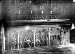 Eglise Saint-André - Devant d'autel en pierre sculptée en haut-relief : Scènes de la Passion