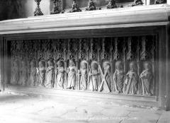 Eglise Saint-André - Devant d'autel en pierre sculptée en haut-relief : Le Christ et les apôtres