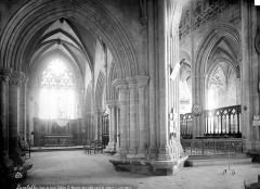 Eglise Saint-Martin - Vue intérieure du bas-côté nord et du choeur