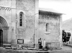 Eglise Saint-Apollinaire - Façade sud : Abside avec peintures murales