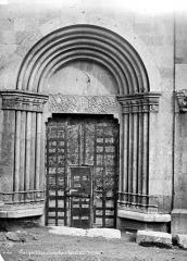Eglise Saint-Apollinaire - Portail de la façade sud