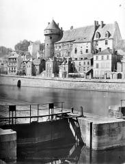 Château Vieux - Vue générale prise de l'écluse