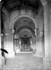 Eglise Saint-Michel - Vue intérieure de la nef vers le choeur
