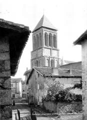 Eglise Saint-Pierre - Clocher vu de la Grande-Rue