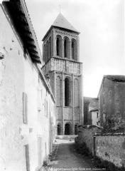 Eglise Saint-Pierre - Façade ouest et clocher