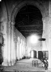 Eglise Saint-Denis - Vue intérieure de la nef vers l'entrée