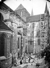 Eglise Saint-Pierre, ancienne cathédrale - Façade nord et transept en perspective