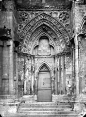 Eglise Saint-Pierre, ancienne cathédrale - Portail sud de la façade ouest