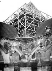 Eglise Saint-Pierre, ancienne cathédrale - Tour centrale à la croisée du transept