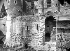 Château et son enceinte - Logis Royal : Mur de soutènement de la terrasse au niveau de la tour d'Agnès Sorel et de l'aile de Charles VII