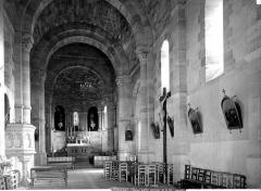 Eglise paroissiale Saint-Pierre - Vue intérieure de la nef vers le choeur