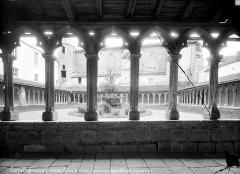 Couvent des Carmes - Cloître : Vue d'ensemble prise de galerie sud