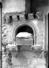 Eglise des Templiers - Tombeau dans le mur de l'église