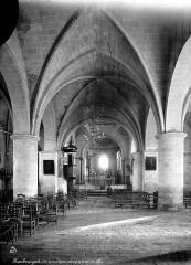 Eglise de l'Assomption - Vue intérieure de la nef vers le choeur