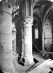 Eglise abbatiale Notre-Dame - Vue intérieure du choeur : Piliers