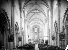 Eglise Saint-Liphard - Vue intérieure de la nef vers le choeur