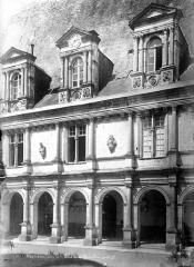 Domaine de Mesnières - Façade ouest : Pavillon central