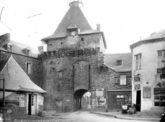 Remparts - Porte de ville dite porte Saint-Nicolas : Vue d'ensemble extra-muros
