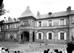Ancien château ou Palais des ducs de Bourbon - Façade sur cour