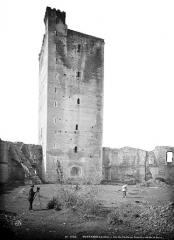 Château - Donjon, côté de la cour