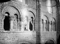 Abbaye et dépendances - Eglise : Arcades de la tribune
