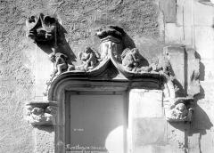 Site castral de Montbazon - Couronnement d'une porte