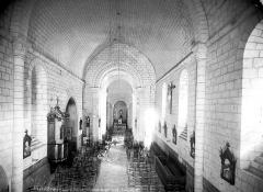 Eglise Saint-Maurice - Vue intérieure de la nef vers le choeur, prise de la tribune